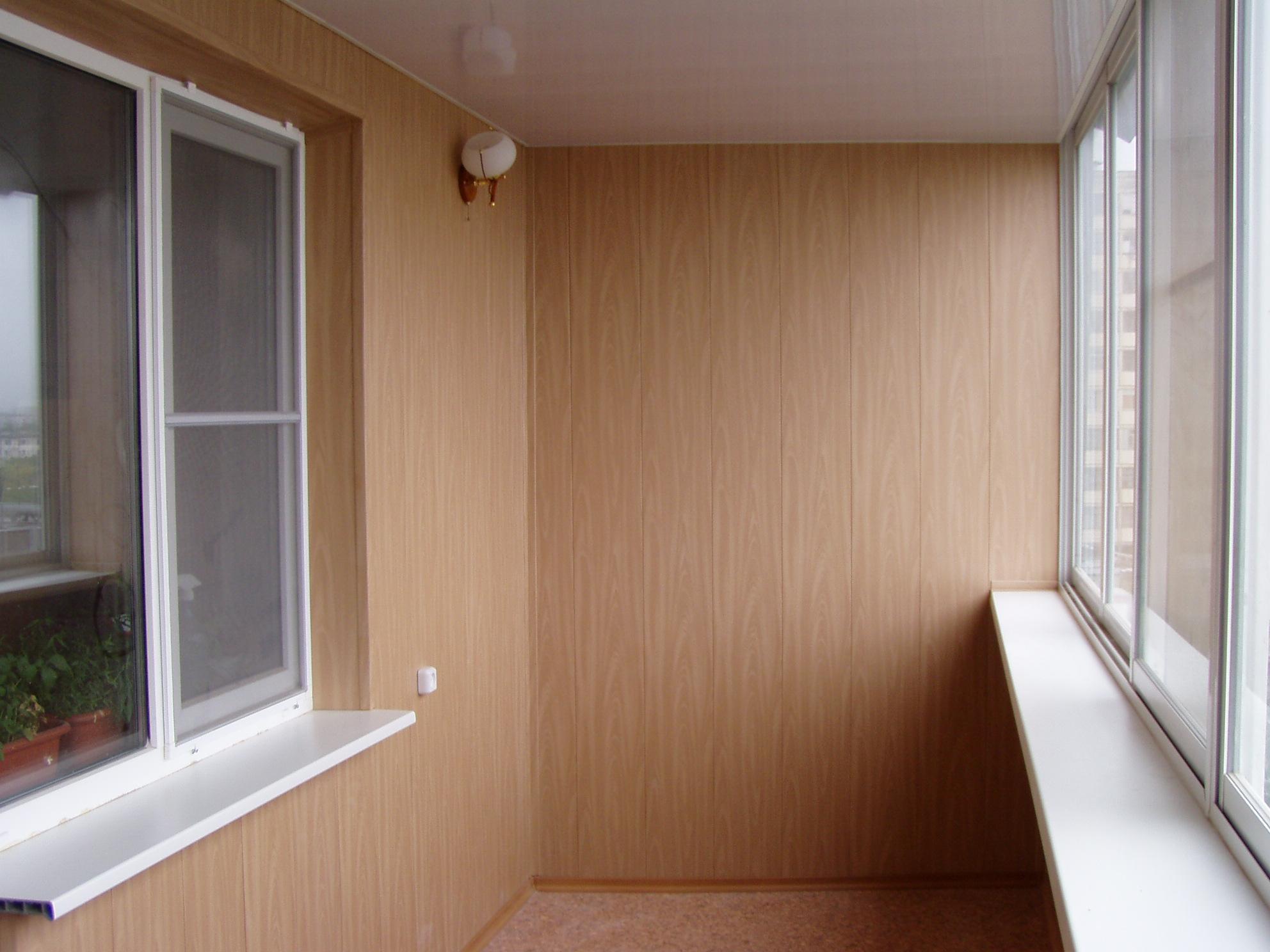 Как сделать внутреннюю отделку балкона: выбор материала и эт.