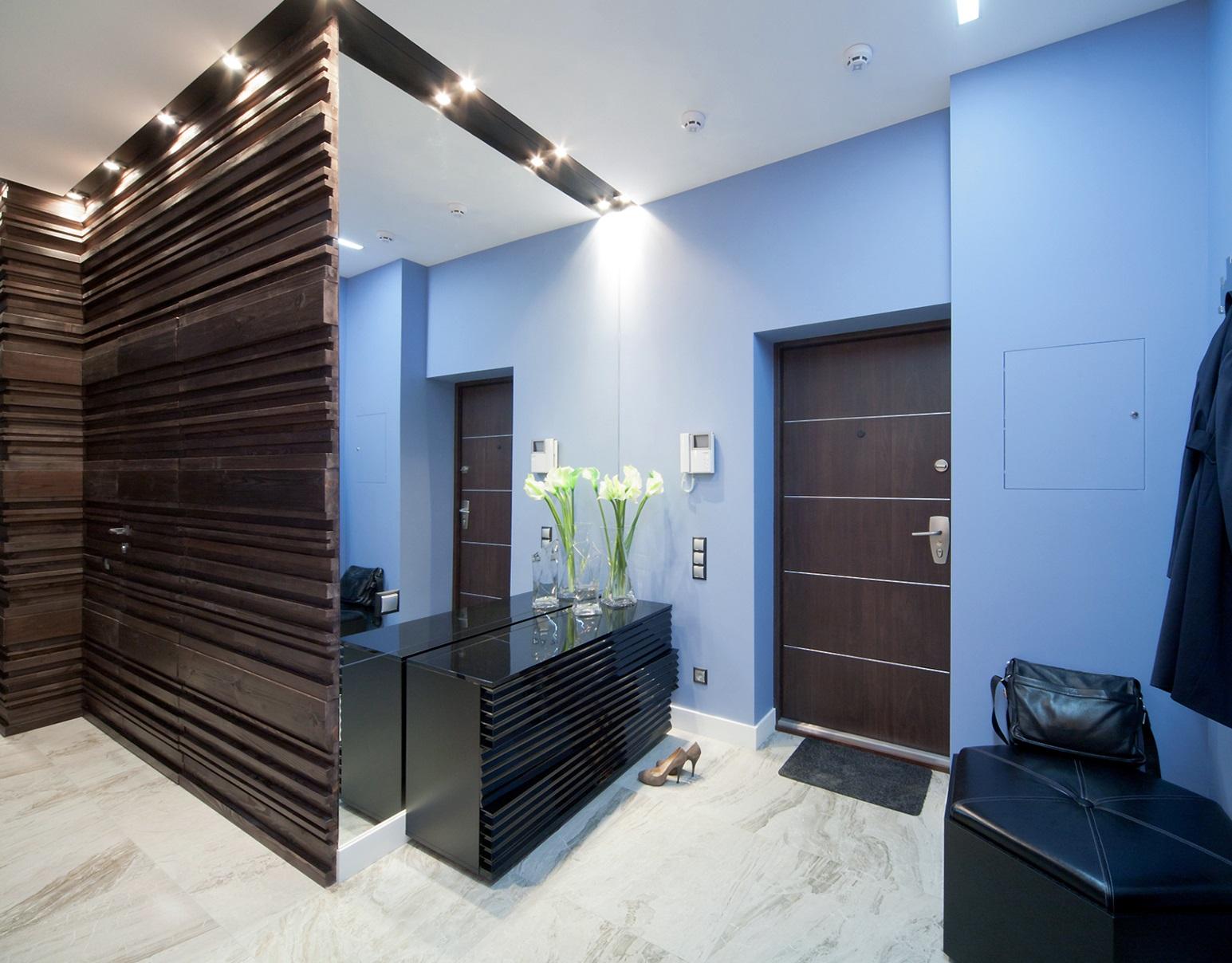 Современный дизайн крашенные стены в коридоре