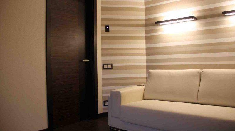 Как зрительно увеличить пространство с помощью обоев: расширяем узкую комнату