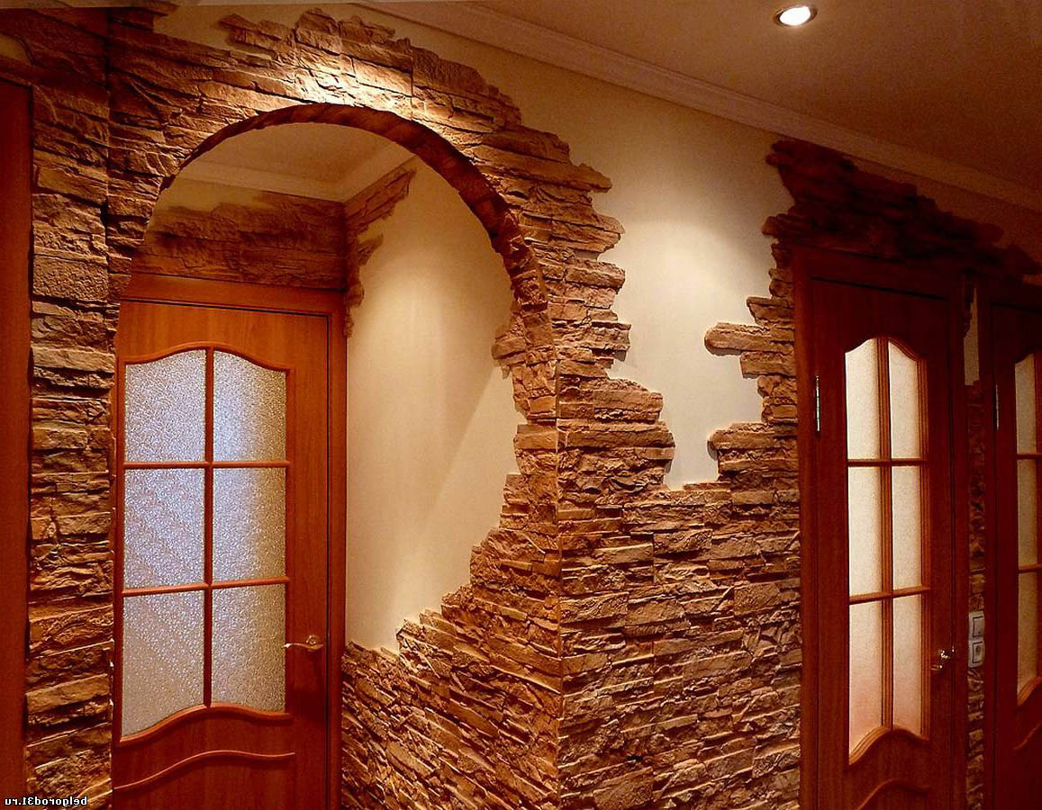 Интерьер коридора декоративным камнем фото