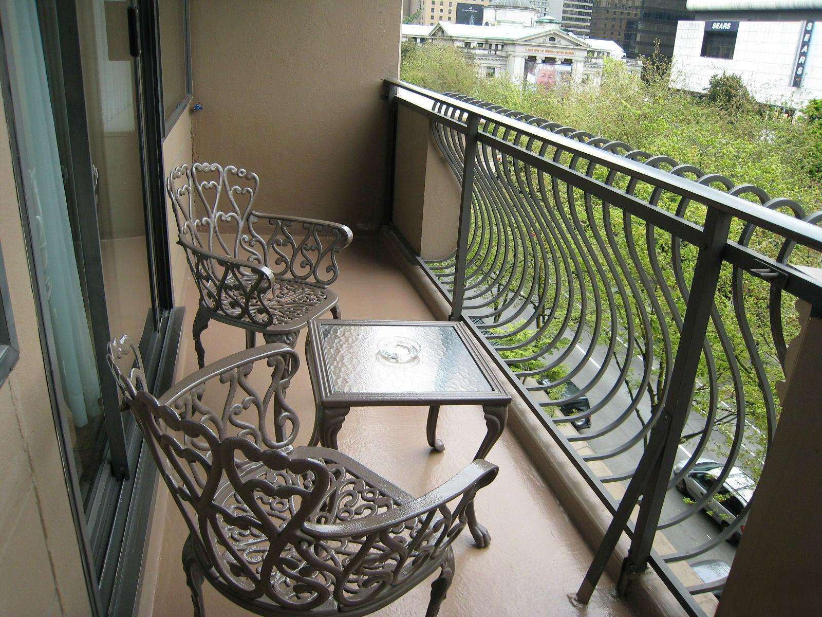 Незастекленный балкон дизайн