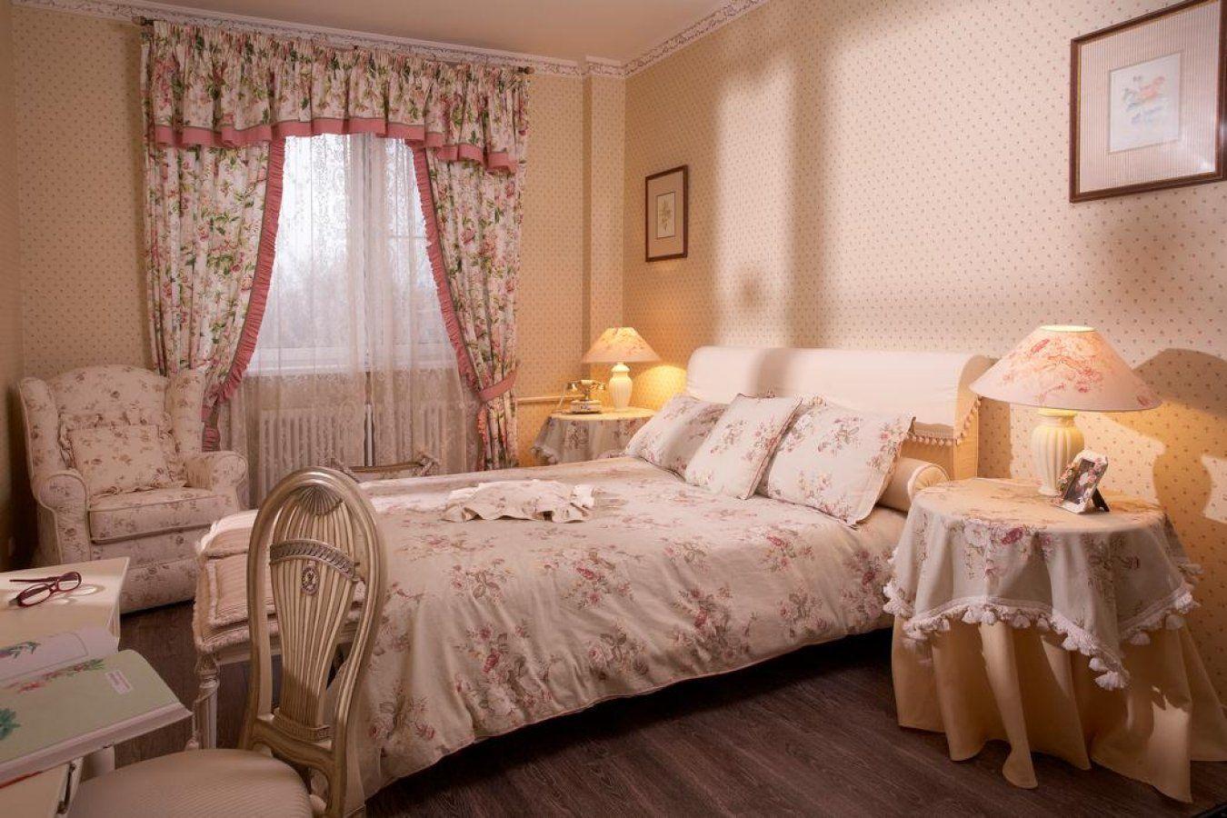 Дизайн штор в спальню прованс