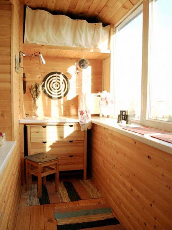 Балкон в деревянном стиле.