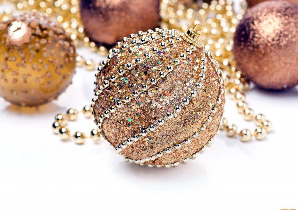 Как украсить елочные шары