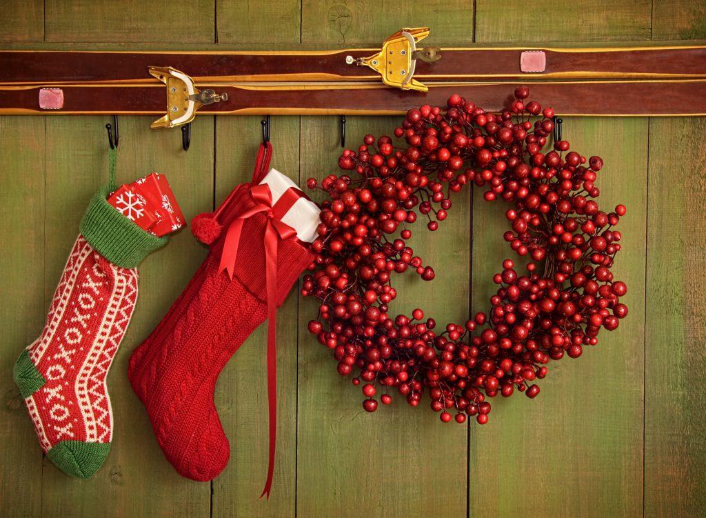 Новогодние носки как украшение