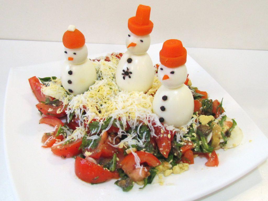Оригинальный салат с яйцами на новый год