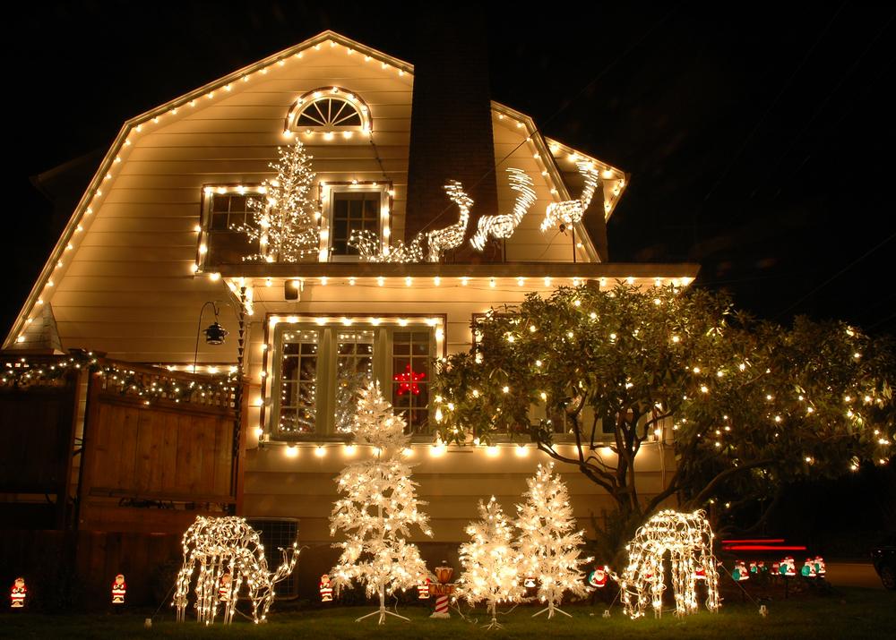 Оформление фасада дома к Новому году