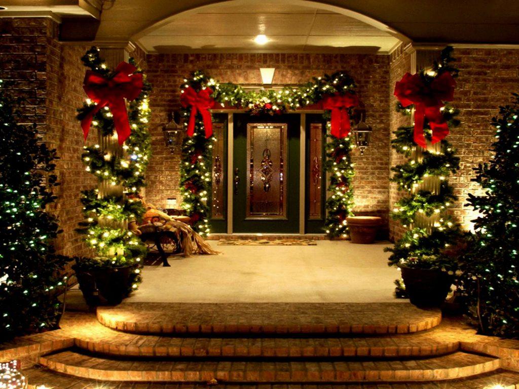 Как украсить дом снаружи к Новому году