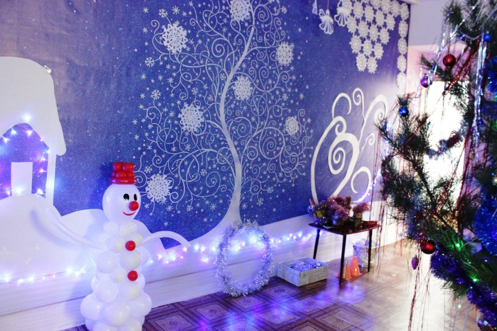 Как украсить коридор в детском саду на Новый год