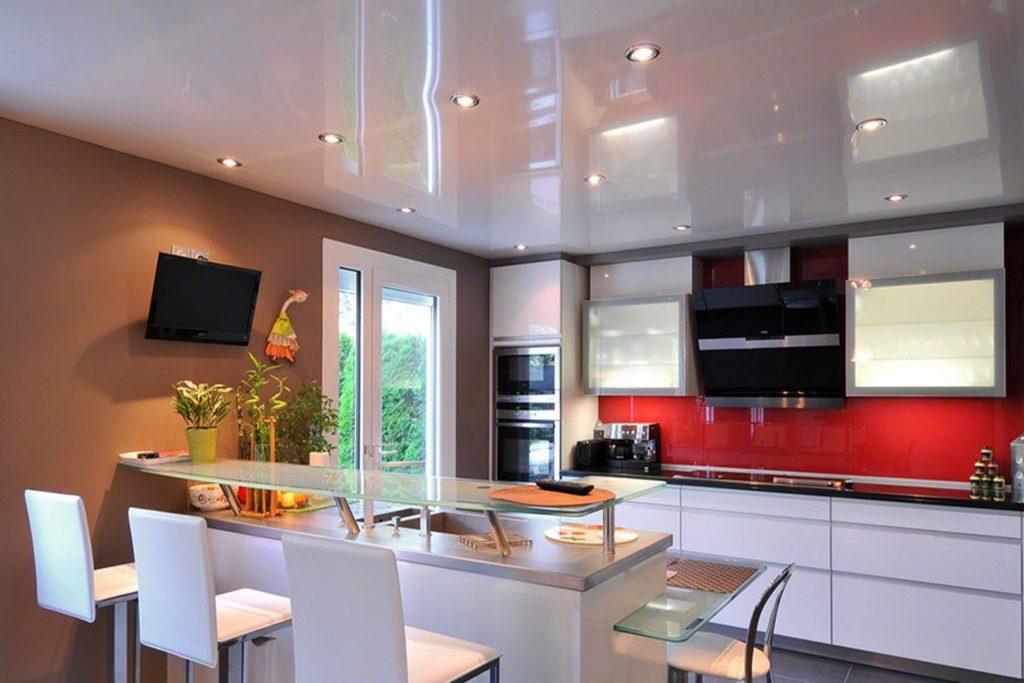 Точечное освещение потолка на кухне