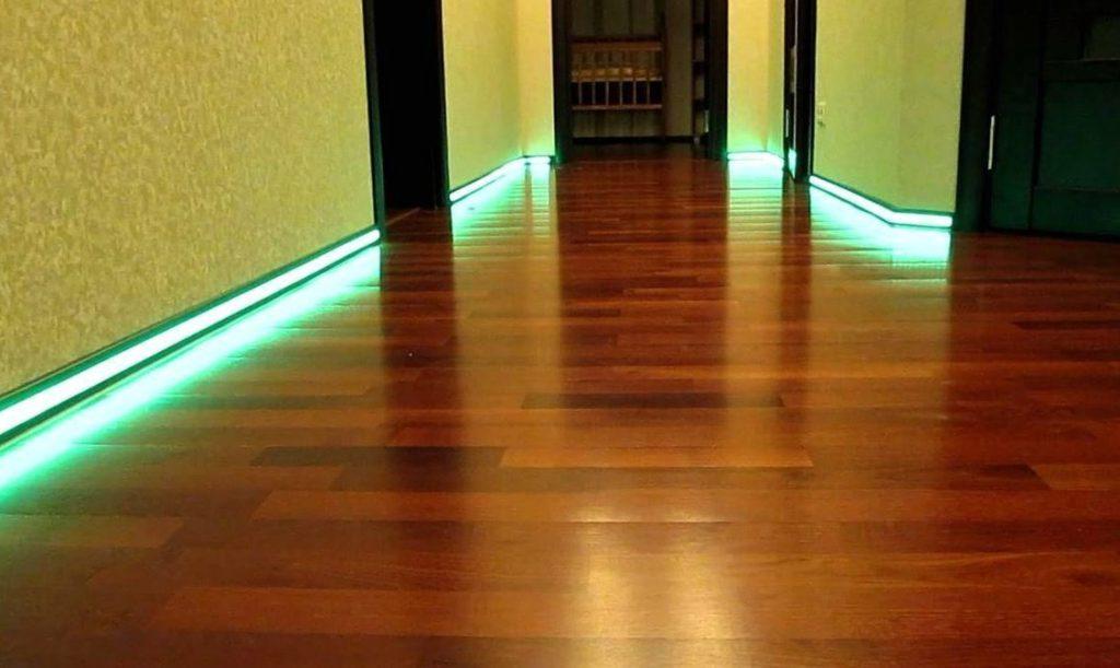 Светодиодная подсветка пола в коридоре