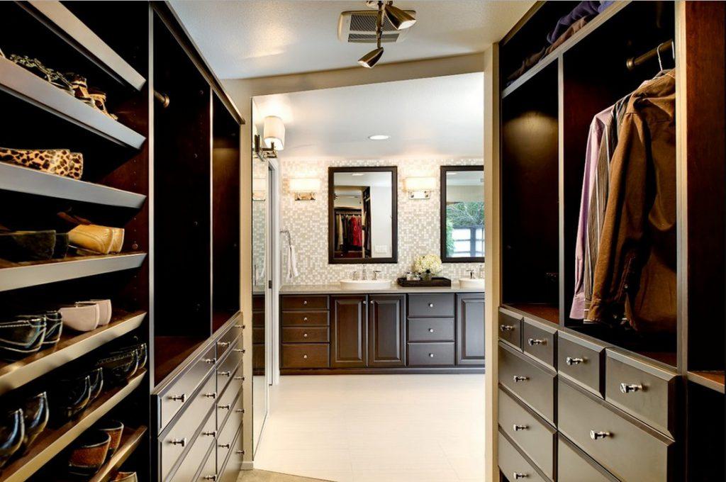 Проходная гардеробная комната
