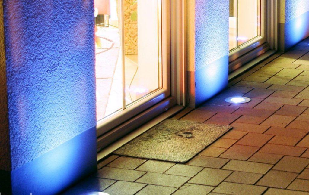 Точечные светильники в полу на лоджии