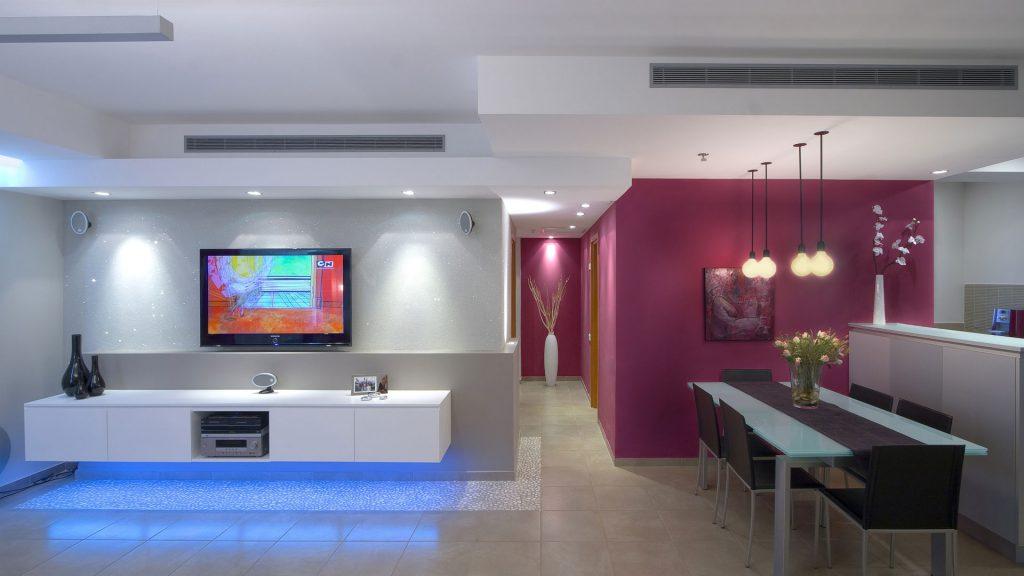 Зонирование в гостиной с помощью света