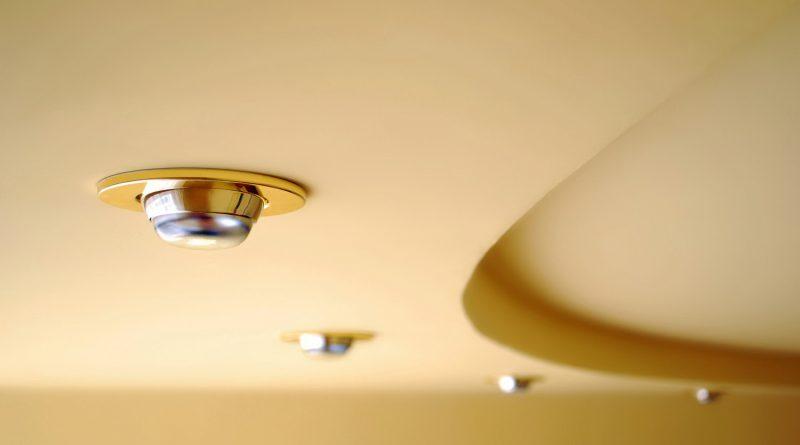 Как спрятать наружную проводку в квартире