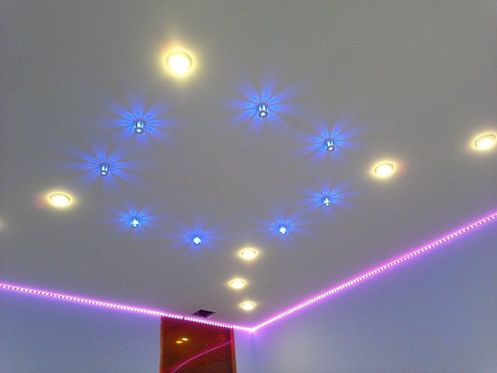 Точечное освещение потолка в детской