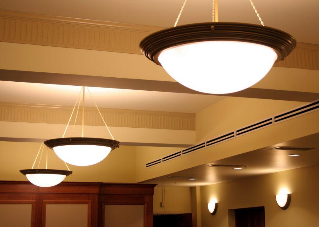 Освещение потолка в коридоре