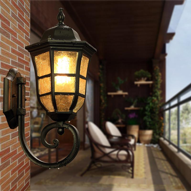 Уличный настенный светильник на лоджии