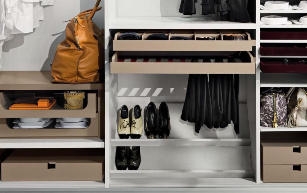 Нижний отсек для обуви в шкафу
