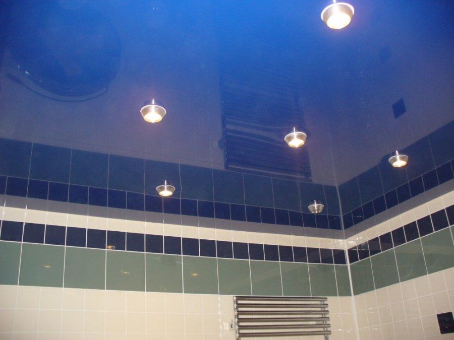 точечная подсветка натяжного потолка в ванной