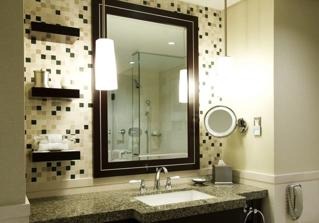 Многоуровневое освещение в ванной