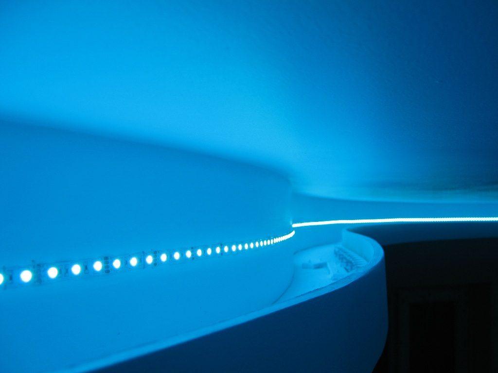Светодиодная лента на подвесном потолке