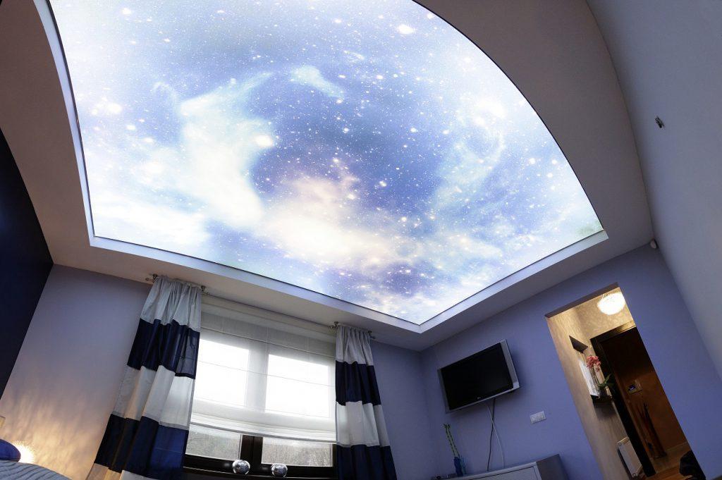 Светящийся потолок под звездное небо