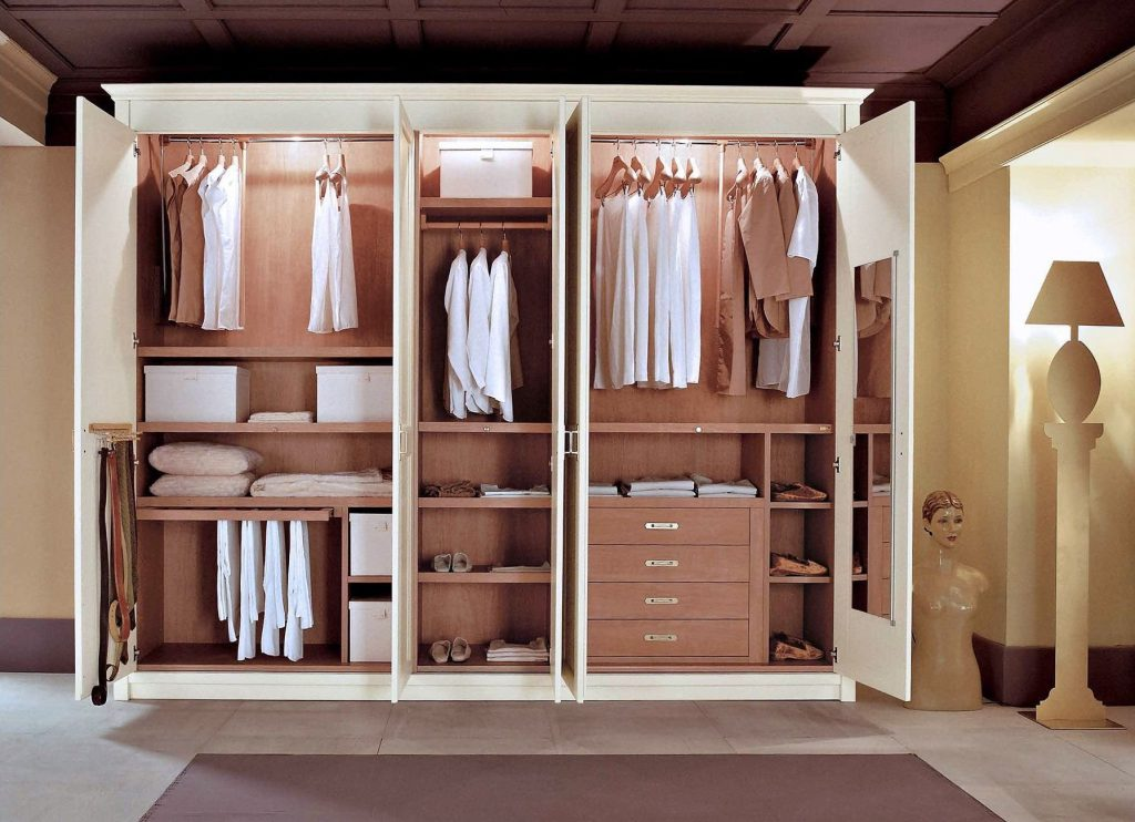 Шкаф гардеробная с распашными дверями