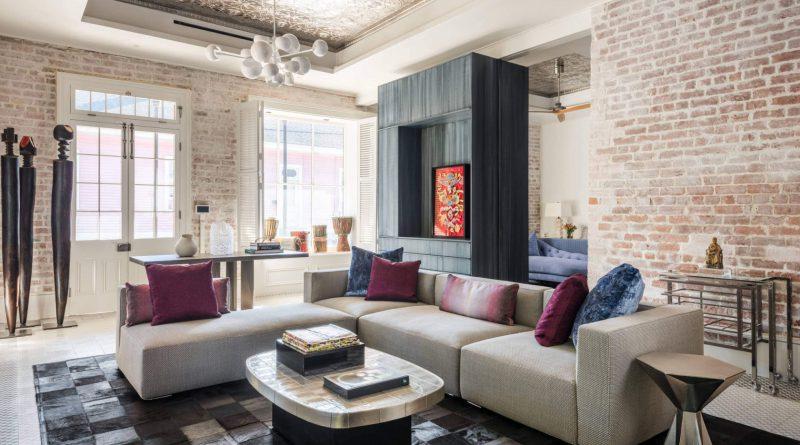 Удобные диван и столик