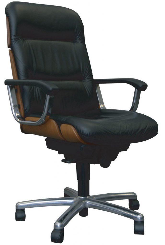 кожаное кресло с ортопедическим каркасом