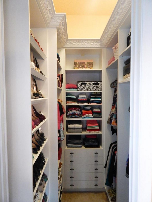 Вместительная гардеробная своими руками 87