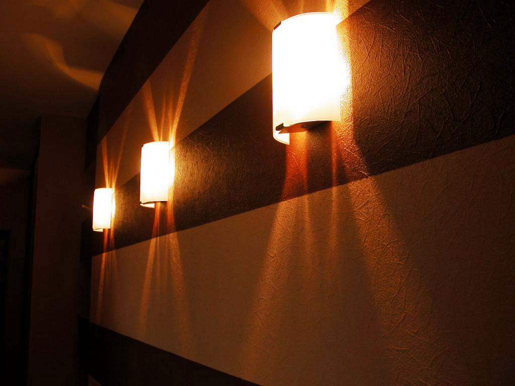 Купить светильник в коридор на стену