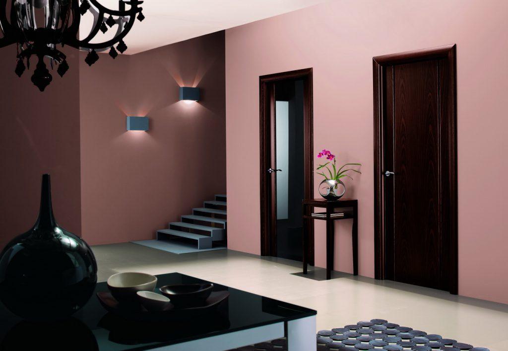 Двери венге и цвет обоев