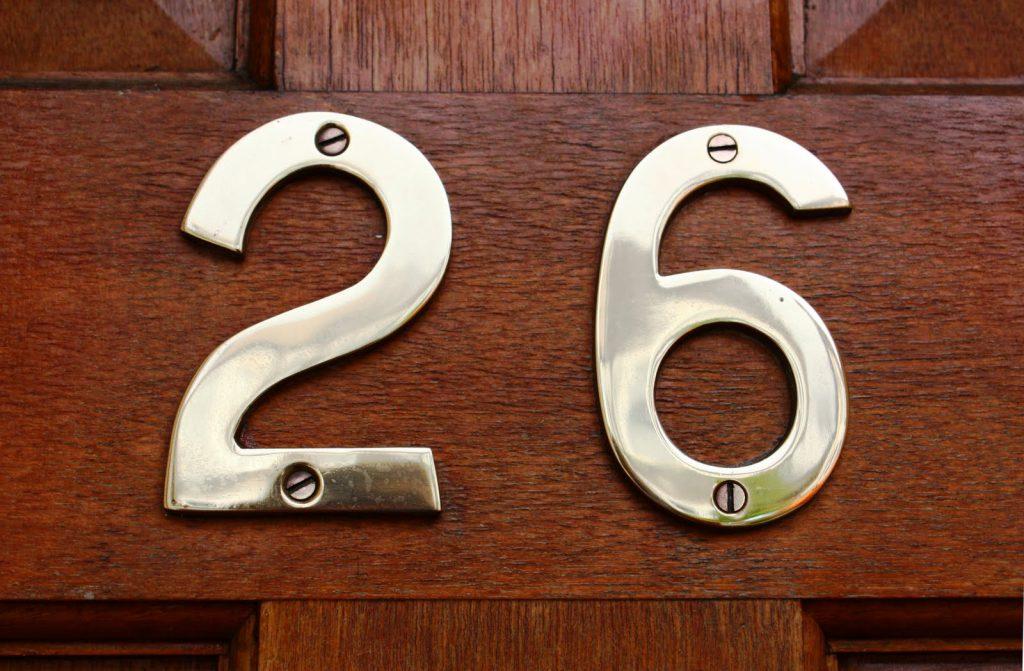Номерок на двери из нержавейки