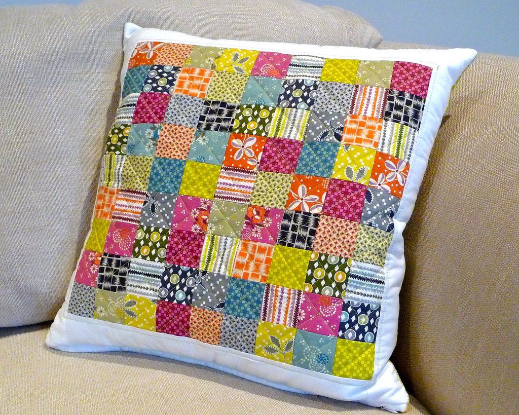 Декоративная подушка в стиле пэчворк