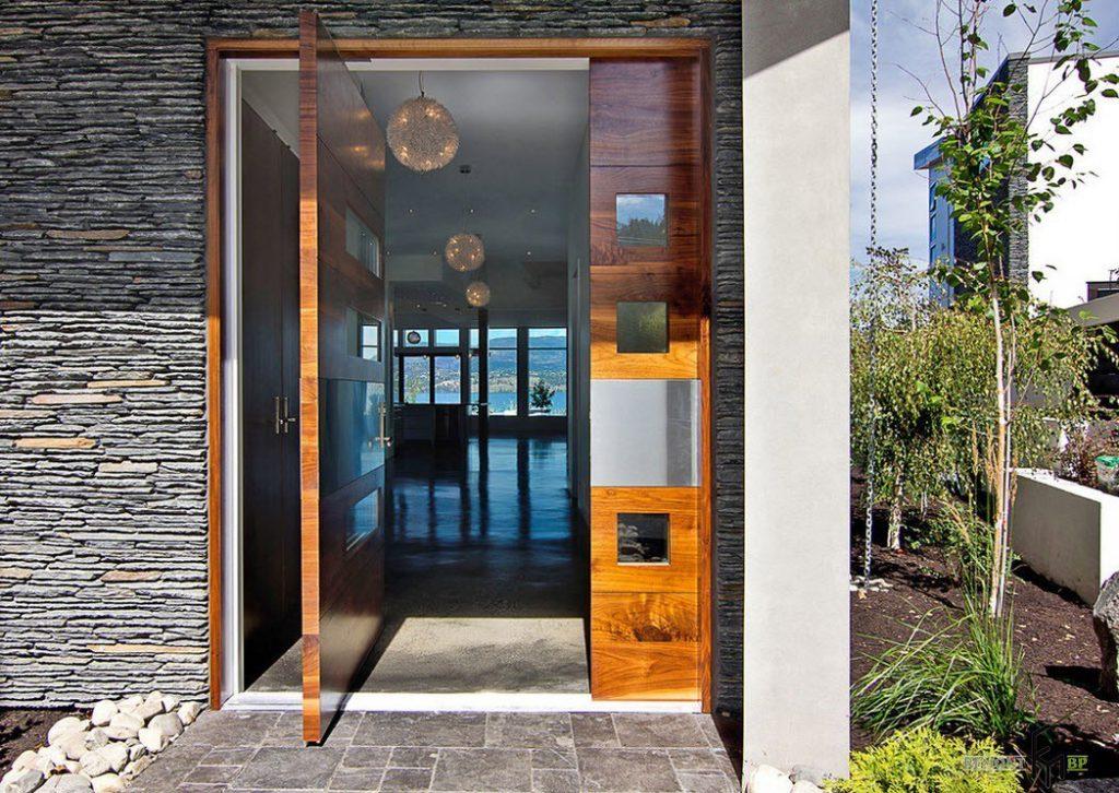 Шарнирные входные двери в частный дом