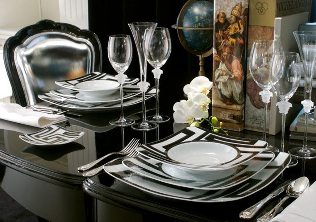 Черно-белая посуда