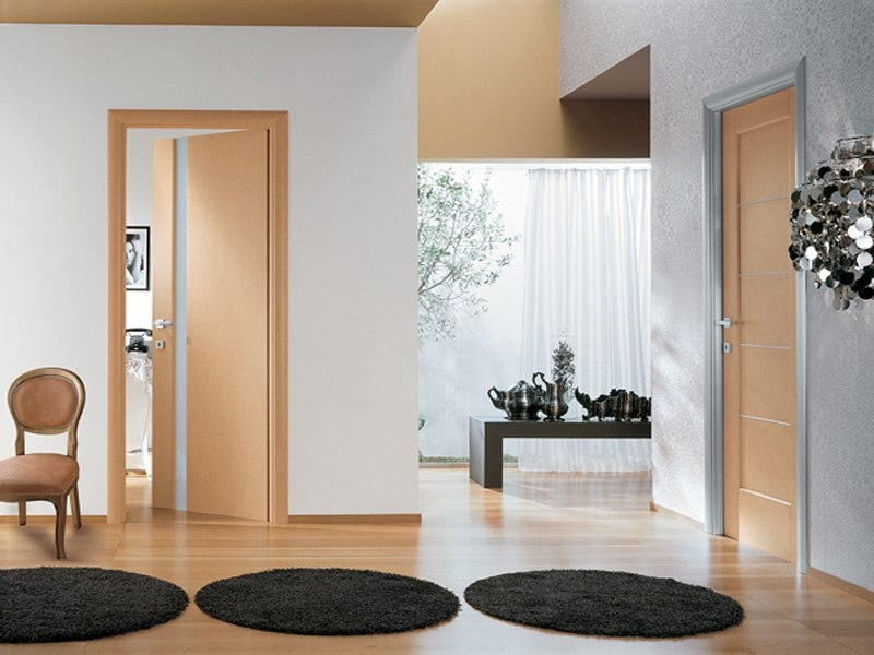 Бежевые двери в интерьере