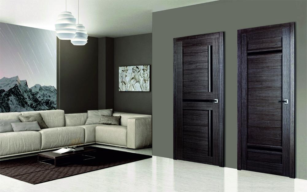 Двери венге в сером интерьере