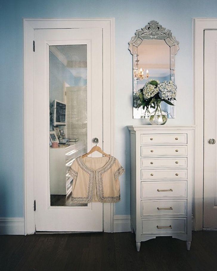 Декор межкомнатной двери зеркалом