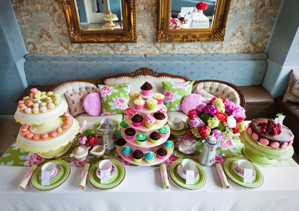 Расположение сладостей на чайном столе