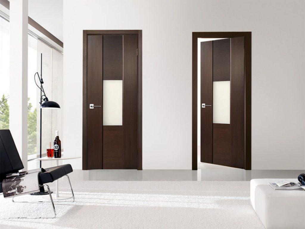 Двери венге и белые стены