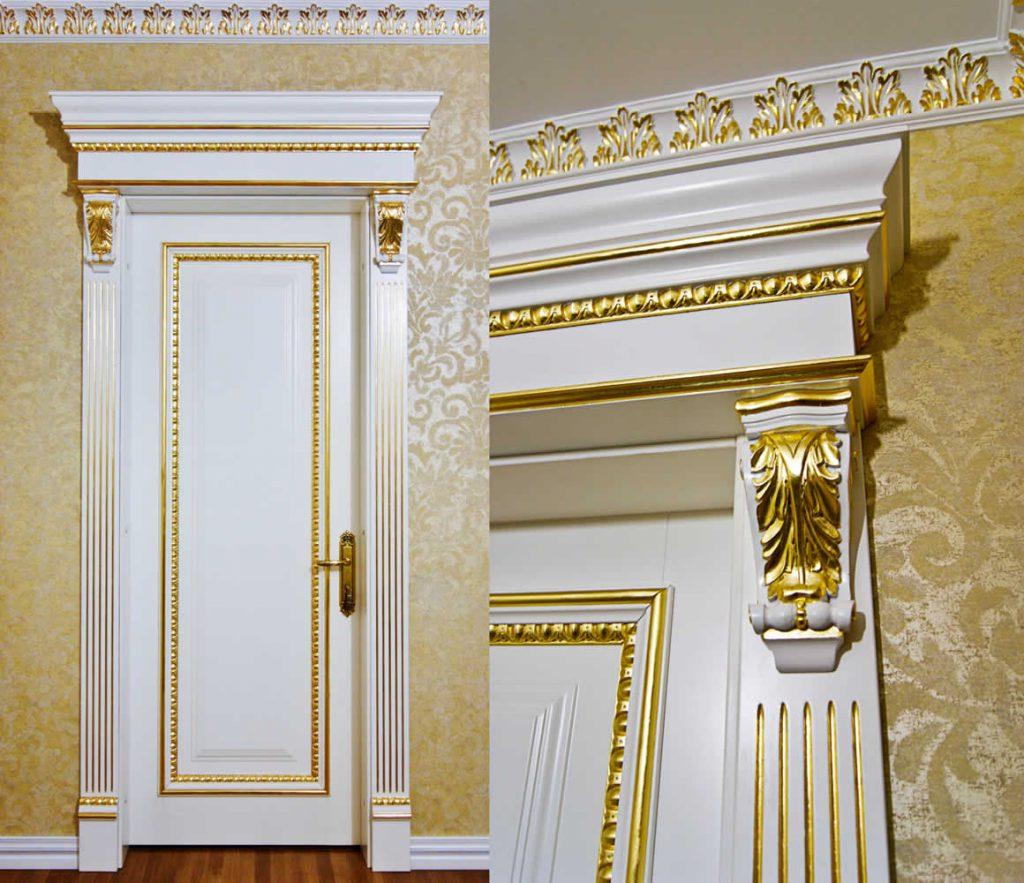 Белые двери с декором в классическом стиле