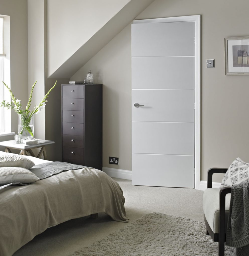 Белые межкомнатные двери в стиле хай тек