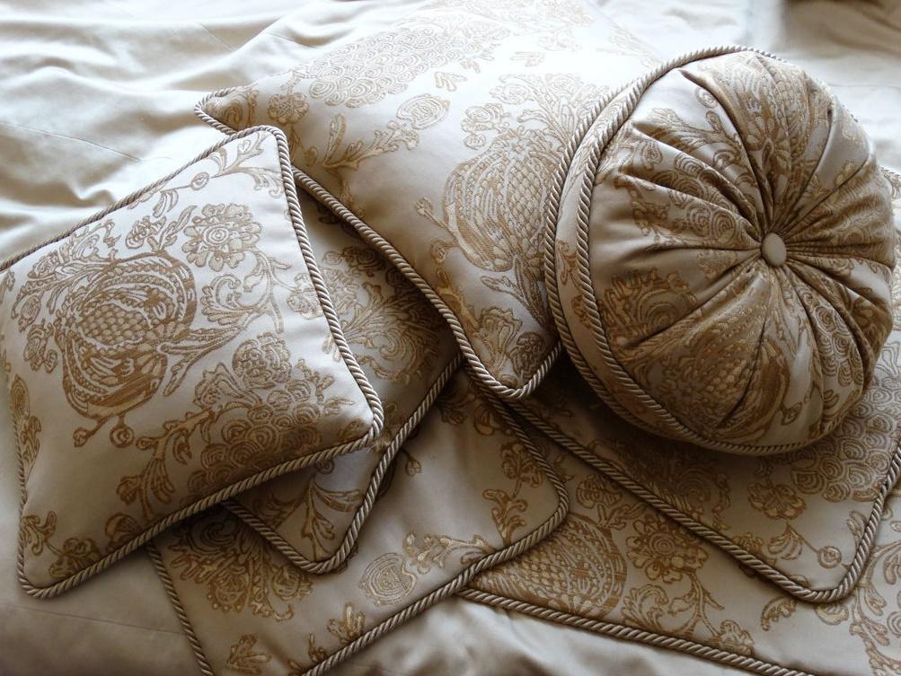 Декоративные подушки в классическом стиле