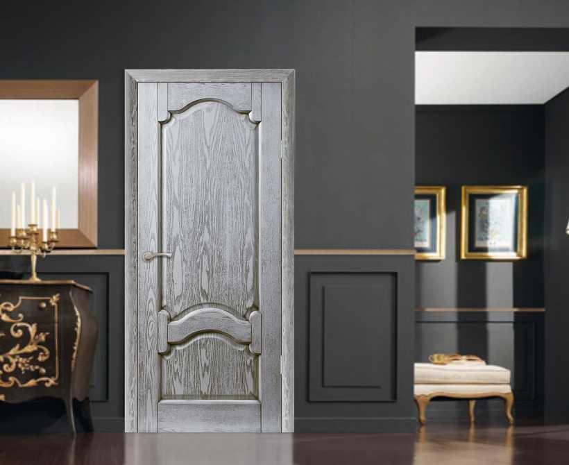 Белые двери с патиной