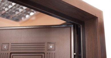 Отделка откосов входной двери: используемые материалы, технологии и особенности процесса