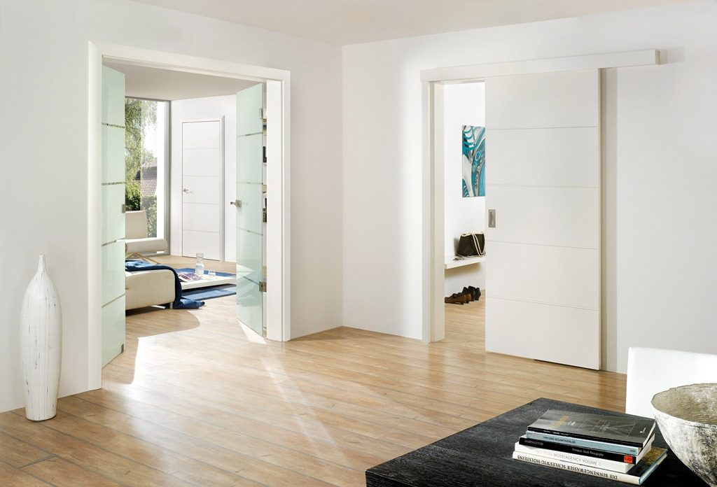 Раздвижные белые двери