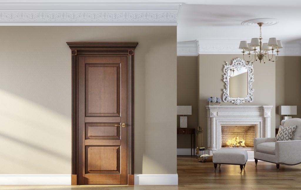 Коричневая дверь в интерьере