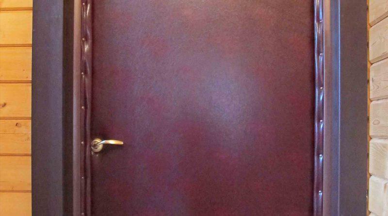Как утеплить дверь в деревянном доме своими  781